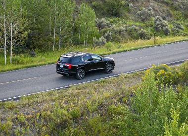 2020-GMC-Acadia-Denali_Rear_Right