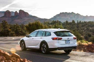 2019-Buick-Regal-TourX-rear_left